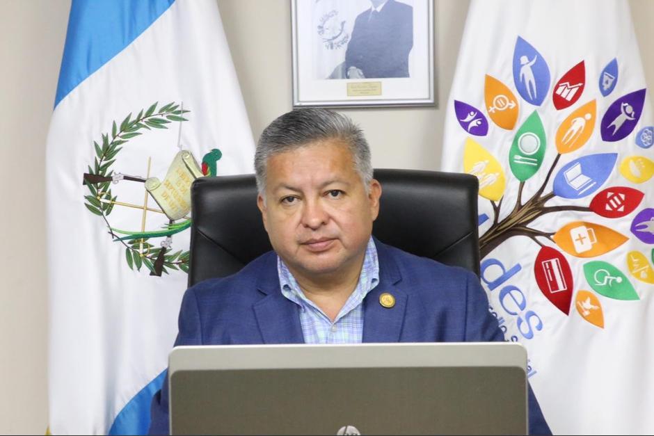 El ministro del Mides, Raúl Romero, acompañó al presidente en una reunión. (Foto: Captura Twitter)