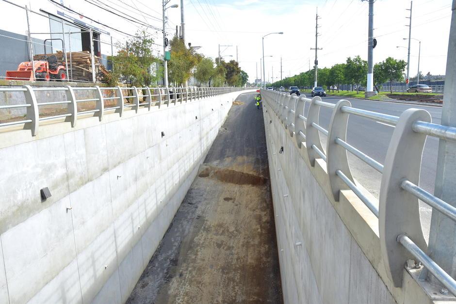 El paso a desnivel se ubica en la 42 calle y calzada Atanasio Tzul de la zona 12. (Foto: Fredy Hernández/Soy502)