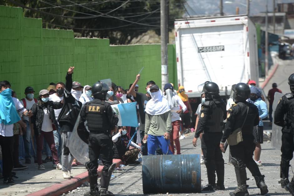Vecinos de Nimajuyú argumentan que muchos de los invasores pertenecen a grupos denominados maras. (Foto: Wilder López/Soy502)