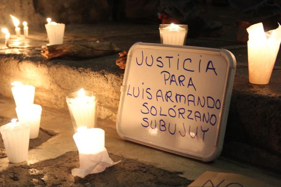 Antigua: Realizan vigilia por asesinato de Luis Armando Solórzano