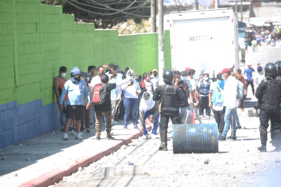 Los residentes afirman que los invasores quieren quemar áreas verdes. (Foto: Wilder López/Soy502)