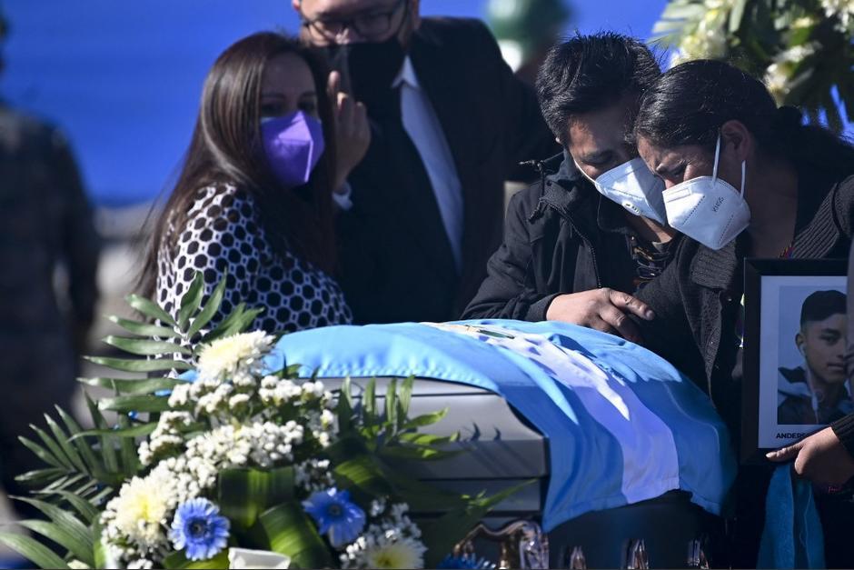 En tota, 16 guatemaltecos murieron y sus cuerpos fueron incinerados. Ni Guatemala ni México saben con exactitud qué ocurrió. (Foto: Johan Ordóñez/AFP)