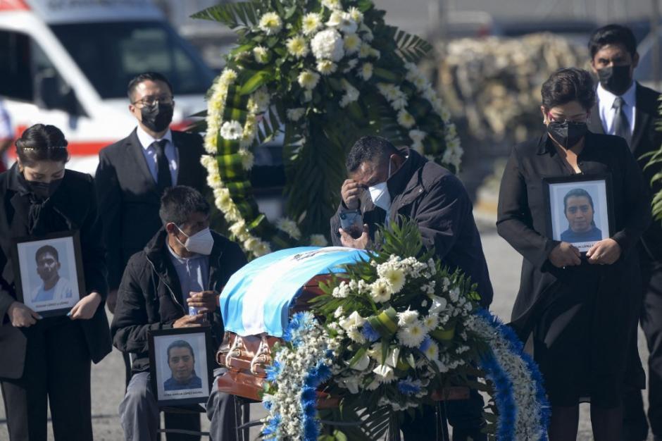Los familiares de los guatemaltecos masacrados en México recibieron este viernes 12 de marzo los cuerpos. (Foto: Johan Ordóñez/AFP)