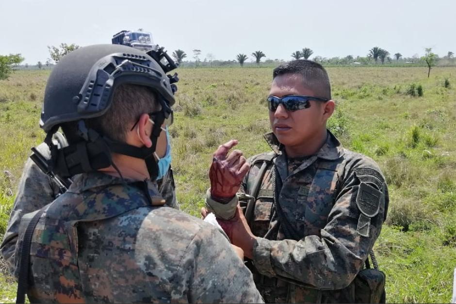 Un soldado resultó herido en un enfrentamiento con supuestos pobladores que cuidaban una plantación de marihuana. (Foto: Ejército de Guatemala)
