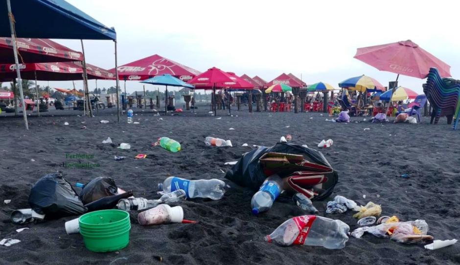 Cientos de personas acudieron el fin de semana al Pacífico. (Foto: El Escuintleco)