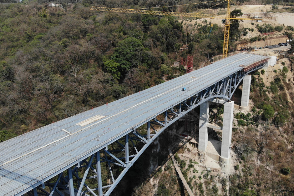 El puente comenzó a construirse entre enero y noviembre de 2020. (Foto: Jorge Rojas / Soy502)