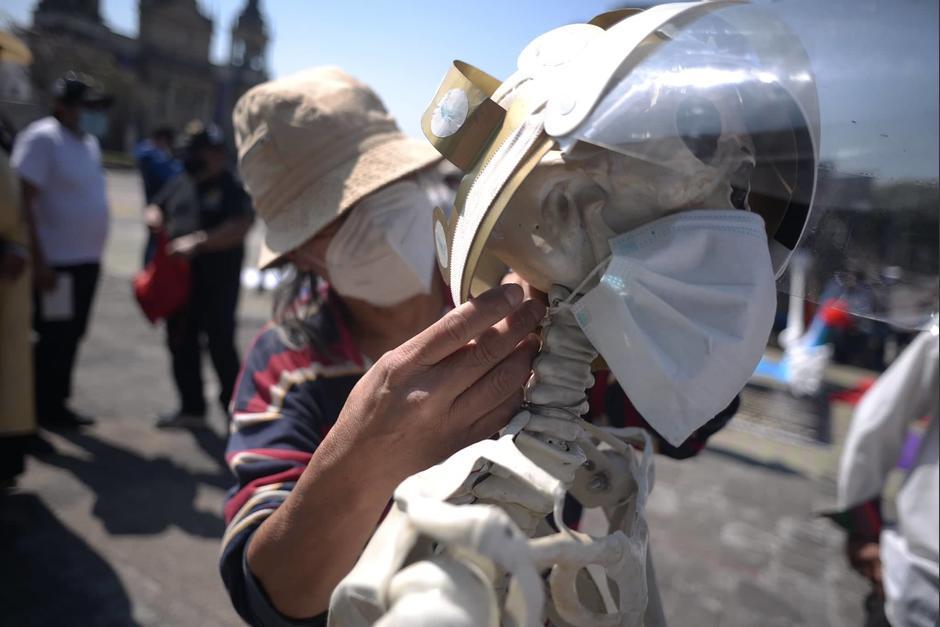 La Chabela porta mascarilla y careta para protegerse del Covid. (Foto: Wilder López/Soy502)