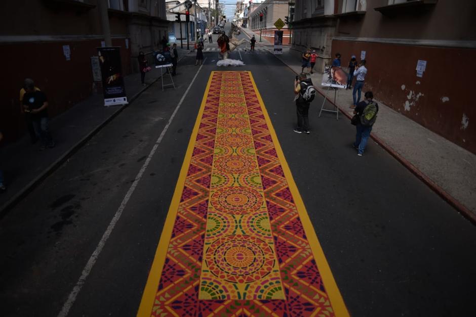 La alfombra se ubica bajo el Arco de Correos en la zona 1. (Foto: Wilder López/Soy502)