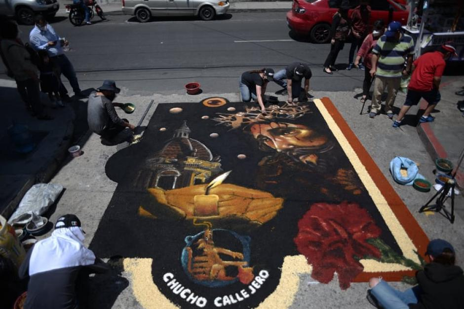 Otra vista de la alfombra casi terminada. (Foto: Wilder López/Soy502)