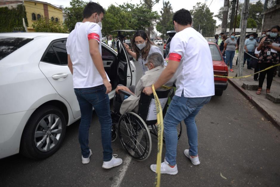 Problemas de logística, especialmente para las personas que acudieron o necesitaban una silla de ruedas. (Foto: Wilder López/Soy502)