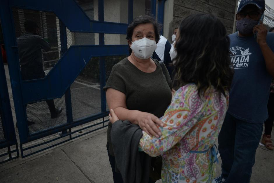Julia Rodríguez después de recibir la primera dosis de la vacuna Astrazeneca en el CUM. (Foto: Wilder López/Soy502)