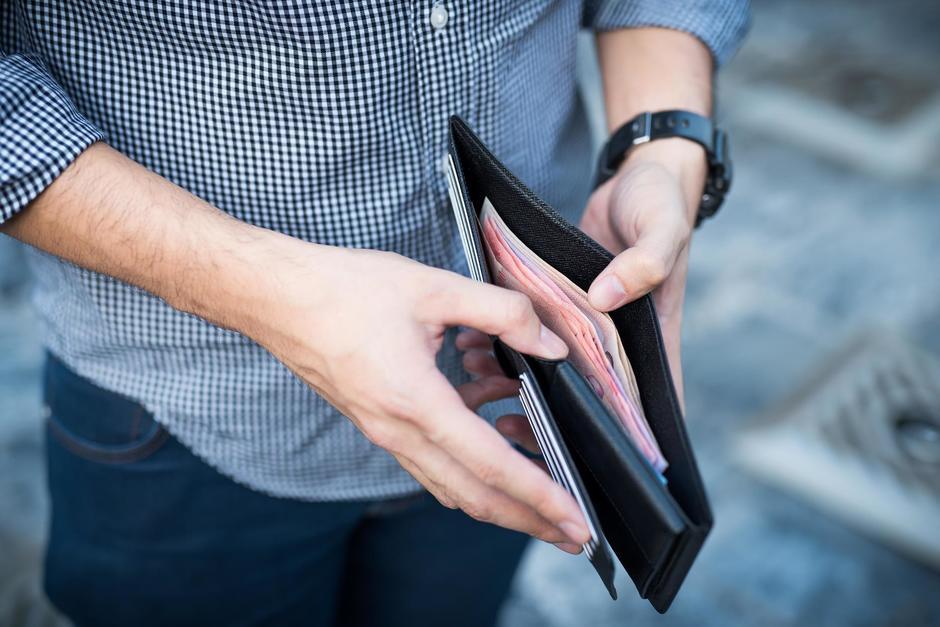 El diputado de Winaq, Aldo Dávila, presentó una iniciativa de ley para reducir los ingresos mensuales de los funcionarios. (Foto: Shutterstock)