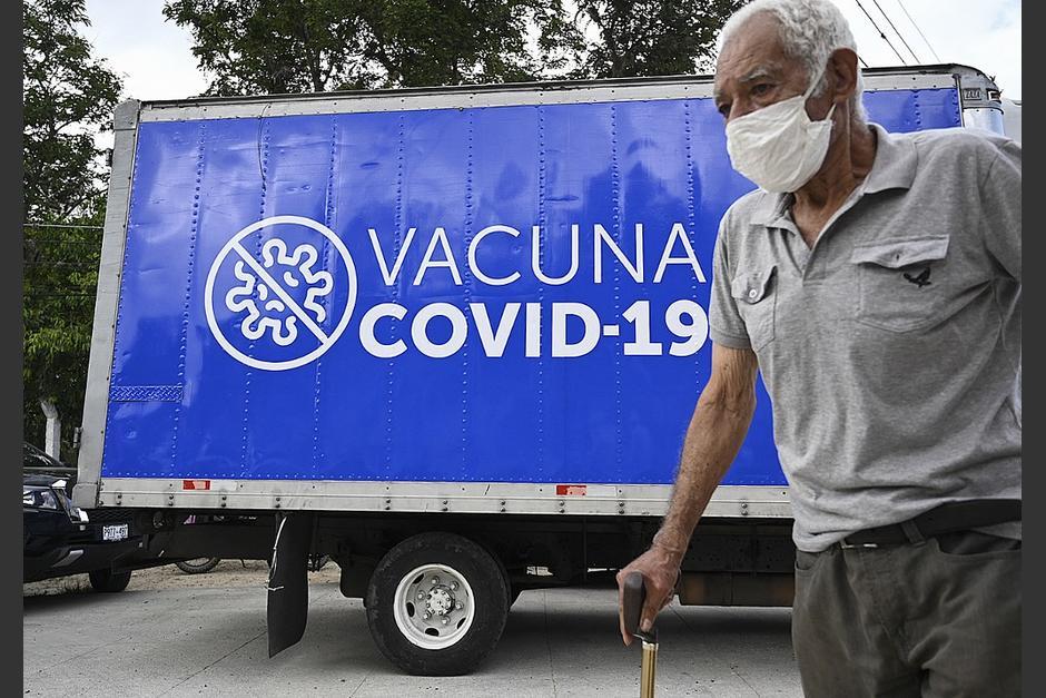 Adultos mayores de 70 años que no se han registrado aún podrán registrarse para vacunarse. (Foto:AFP)