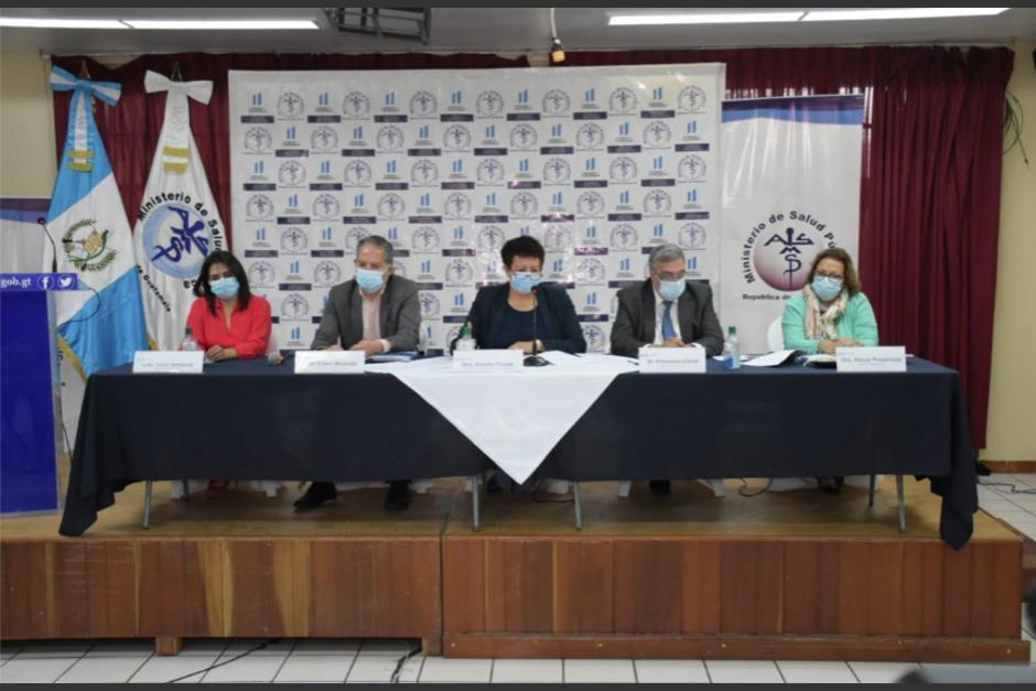 Autoridades del MSPAS, al centro la Ministra Amelia Flores en conferencia de prensa donde confirmaron la nueva cepa de coronavirus en el país. (Foto: MSPAS)