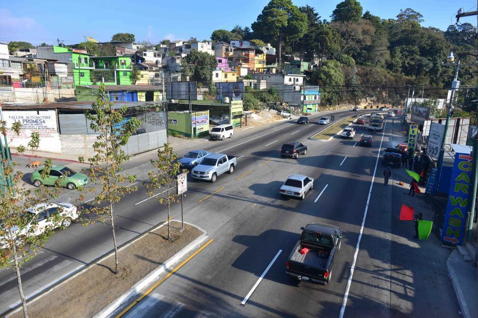 La construcción del paso a desnivel está detenida, porque la Municipalidad de Mixco lleva un mes trabajando en los drenajes de una de las rutas alternas. (Foto: Archivo/Soy502)