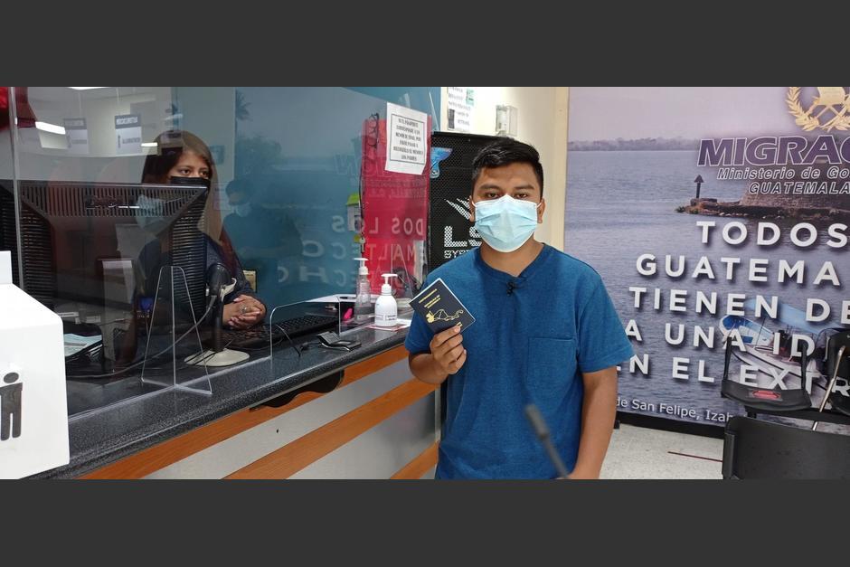El guatemalteco recibió su pasaporte, luego de hacer viral su denuncia sobre el proceso. (Foto: INM)