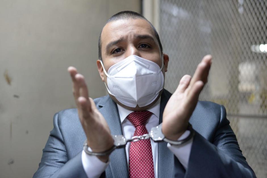 Juan Francisco Solórzano Foppa se encuentra en prisión mientras se realiza la audiencia de primera declaración. (Foto: Wilder López/Soy502)