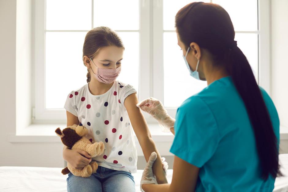 Las vacunas contra el Covid-19 ya comenzaron a aplicarse en menores de 12 a 17 años. (Foto: Archivo/Soy502)