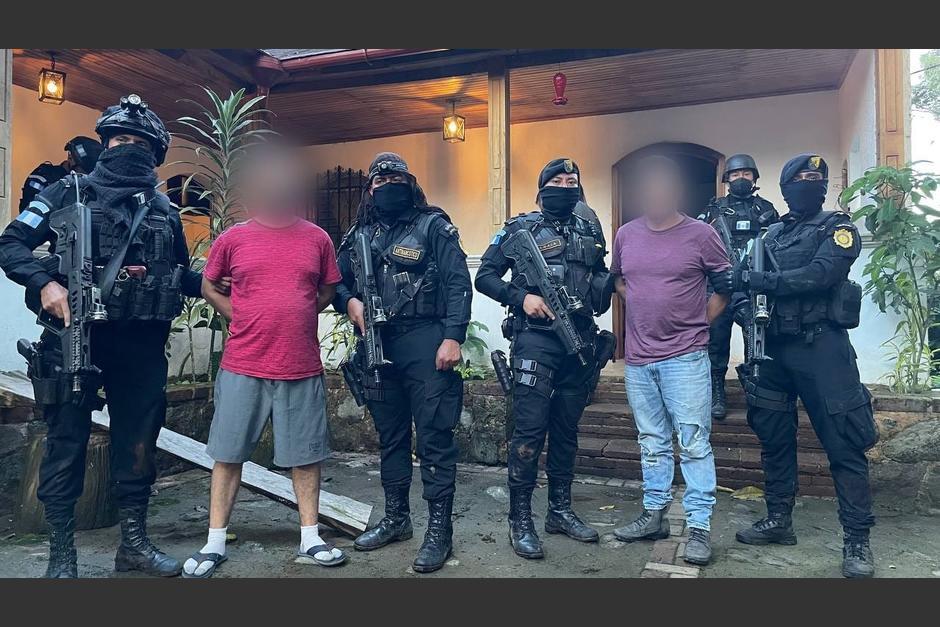 Los hermanos Meoño Sánchez fueron localizados en una residencia en San Rafael Pie de la Cuesta. (Foto: PNC)