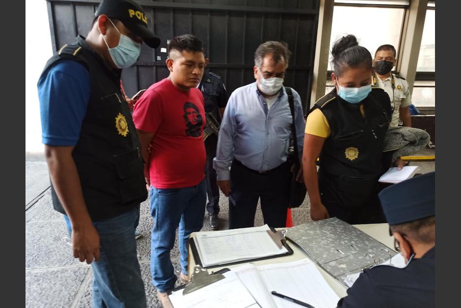 El detenido llegó a la Torre de Tribunales para responder por las acusaciones en su contra. (Foto: Wilder López/Soy502)