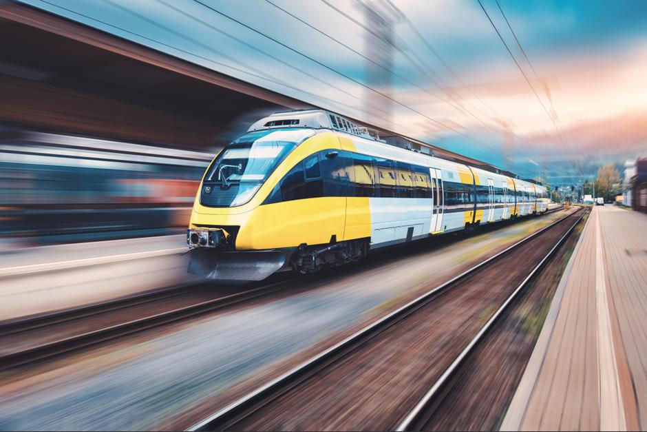 El tren rápido sigue siendo un ilustración de una promesa sin concretar. (Foto: captura de pantalla)