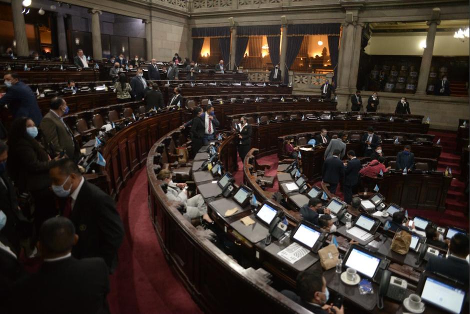 Luego de aprobada la moción se procedió a la lectura en primer debate; sin embargo, los diputados abandonaron el hemiciclo. (Foto: Wilder López/Soy502)