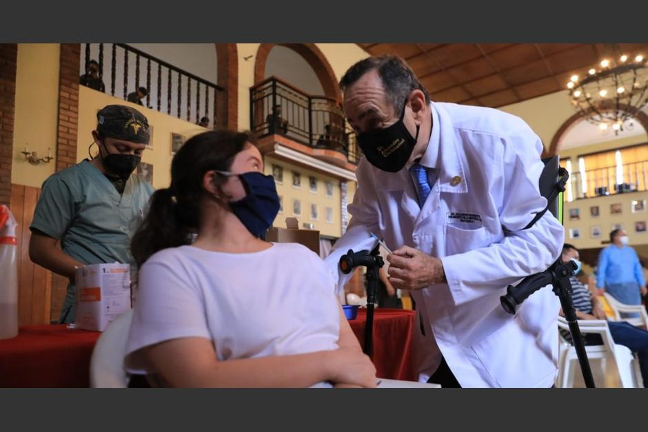 El presidente Alejandro Giammattei reconoció que ya recibió la vacuna contra el Covid-19. (Foto: AGN)