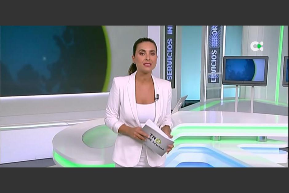 La presentadora dejó encendido por error el micrófono en plena transmisión en vivo. (Foto: RTVC)