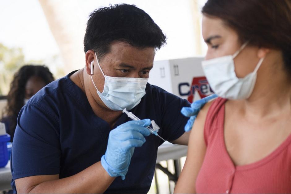 La vacunación masiva contra el Covid-19 reduce la propagación del virus. (Foto: Archivo/Soy502)