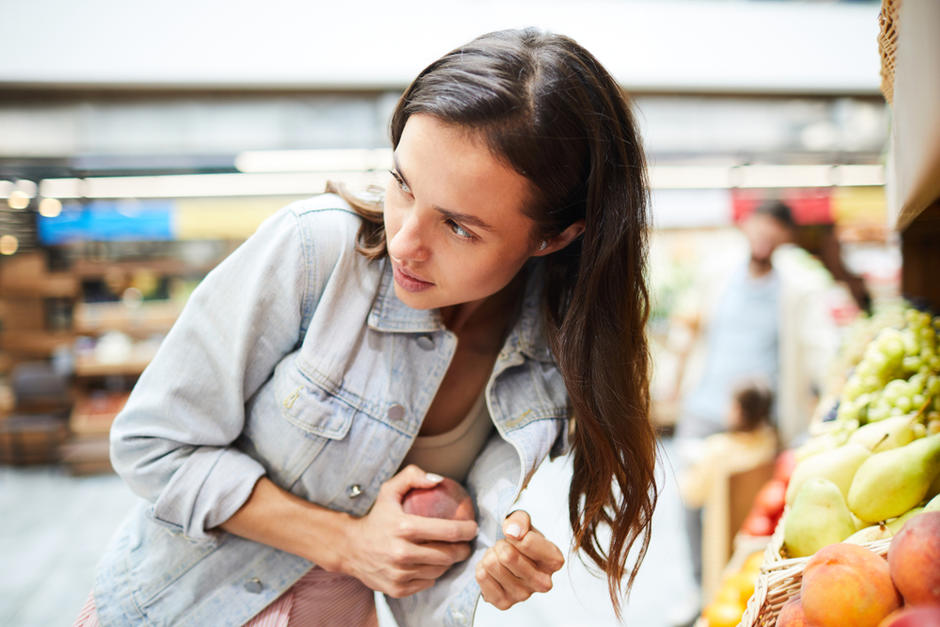 La mujer fue sorprendida llevándose varios productos de un supermercado en Izabal. (Foto: Shutterstock)