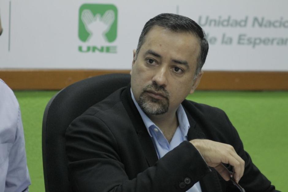 El diputado Jairo Flores empezó la interpelación al ministro de Energía y Minas, Alberto Pimentel. (Foto: Archivo/Soy502)