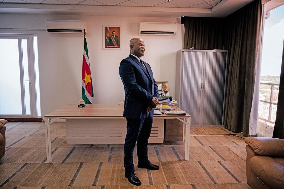 Ronnie Brunswijk ha tenido una trayectoria controversial y ahora es uno de los más altos dirigentes de Surinam. (Foto: New York Times)