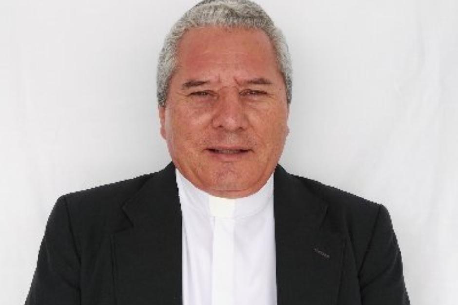 El sacerdote Víctor Ruano realiza constantes críticas en su cuenta de Twitter. (Foto: Victor Ruano)