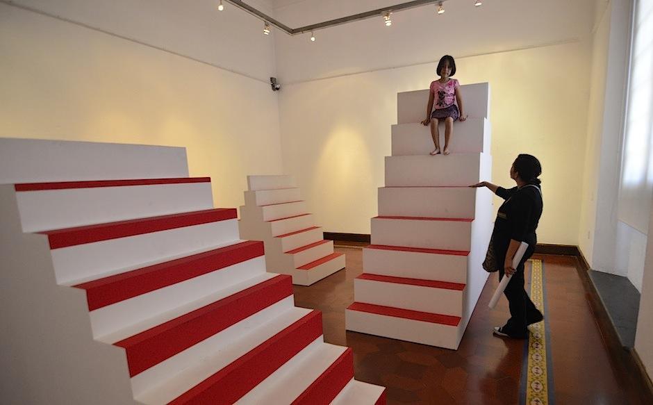 Las piezas se integran a los visitantes cumpliendo una función lúdica. (Foto: Selene Mejía/Soy502)