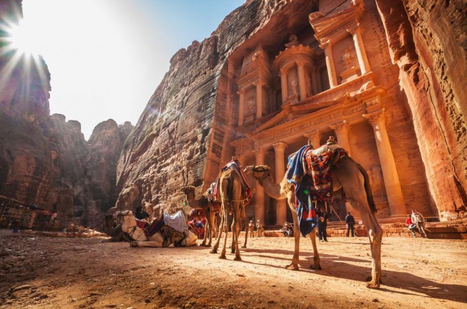 En Petra, Jordania, Indiana Jones entró a caballo en busca del Santo Grial. (Foto: El País)