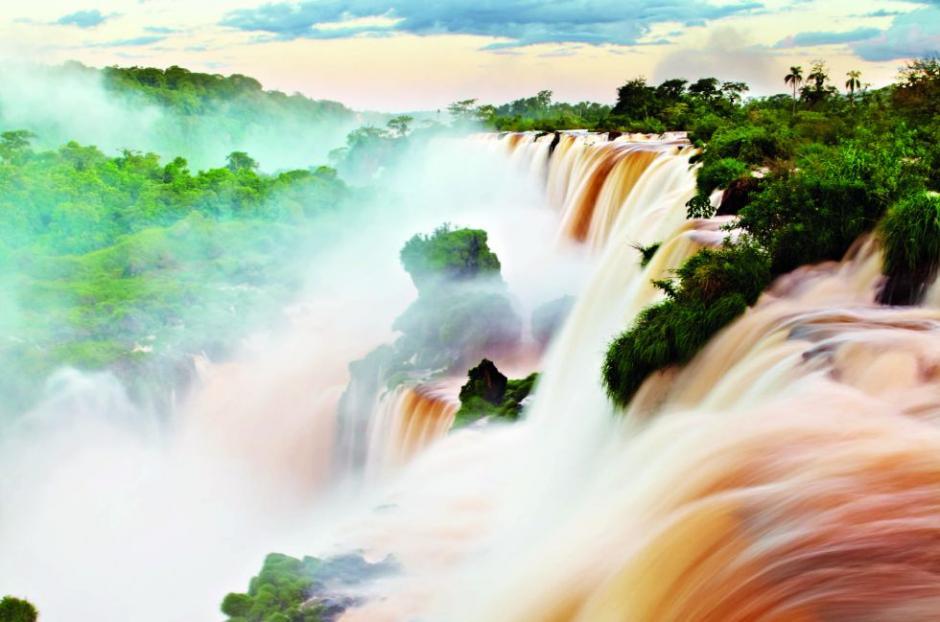 Las Cataratas del Iguazú entre Brasil y Argentina son imponentes, (Foto: El País)