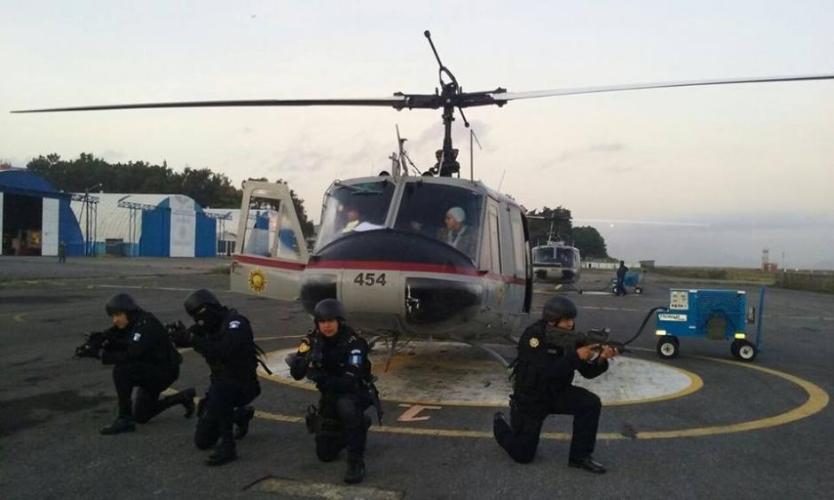 Durante el operativo un helicóptero sobrevoló las áreas de operaciones. (Foto: PNC)