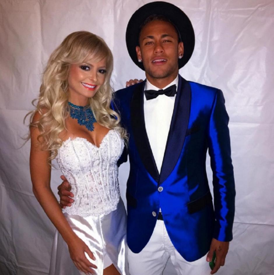 La modelo, Jhenny Andrade, posa junto a Neymar en la víspera de año nuevo. (Foto: Jhenny Andrade)