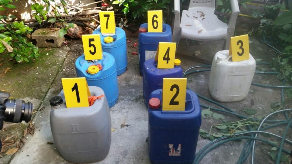 En las diligencias encontraron tambos con combustible. (Foto: PNC)