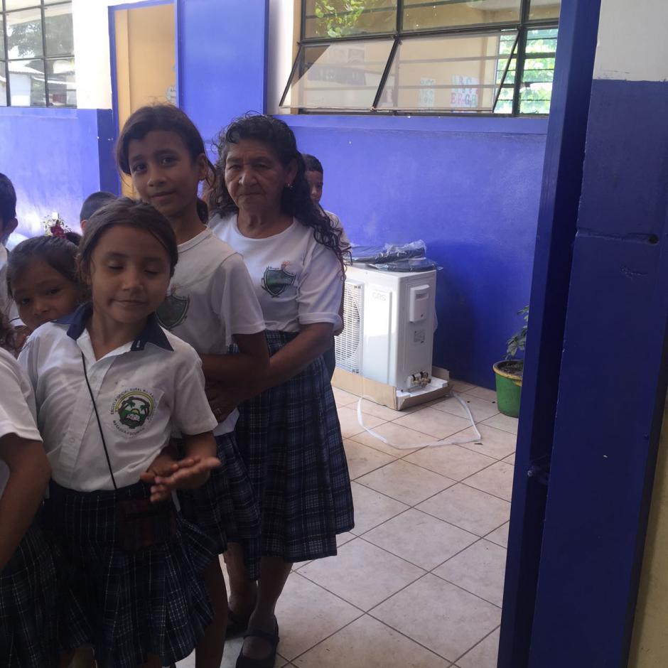 Doña Ofelia participa en todas las actividades junto con los otros estudiantes. (Foto: Blanca Estela Contreras de Sazo)