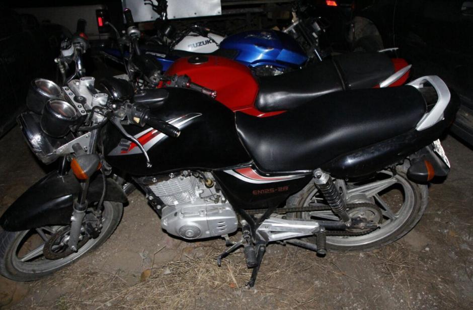 Los delincuentes intentaron darse a la fuga en motocicletas. (Foto: PNC)