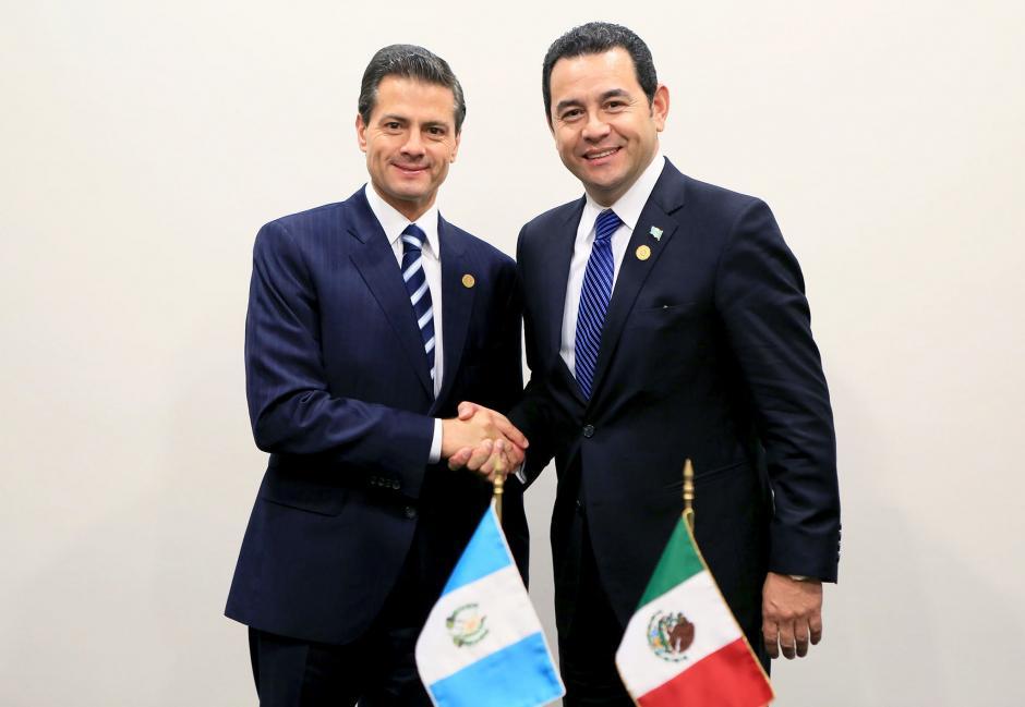 En la reunión de Celac junto a Enrique Peña Nieto, presidente de México, con quien tuvo una reunión privada. (Foto: Flickr Gobierno de Guatemala)