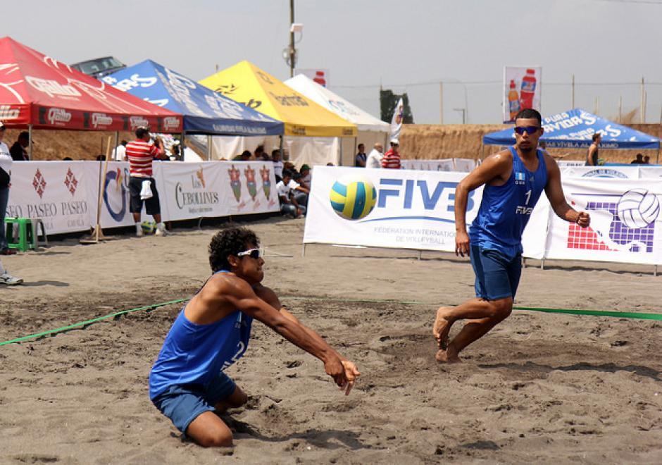 La dupla nacional integrada por Moisés Reyes y Erik Flores en plena acción. (Foto: COG)