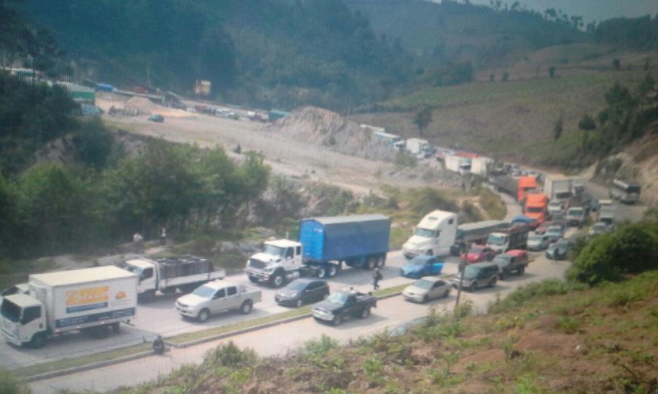 En Sololá, cientos de automovilistas se vieron afectados por la protesta. (Foto: Pedro Sicajau/Nuestro Diario)