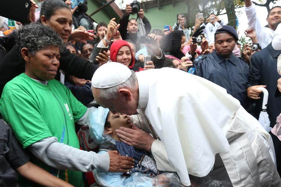 El 29 de noviembre se supo que el papa ha salido algunas veces de incógnito para visitar pobres