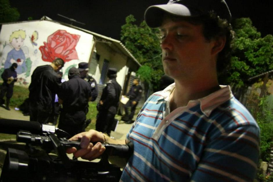 Mathew Charles, realizador británico durante la filmación. (Foto: Guerrilla Pictures/Facebook)