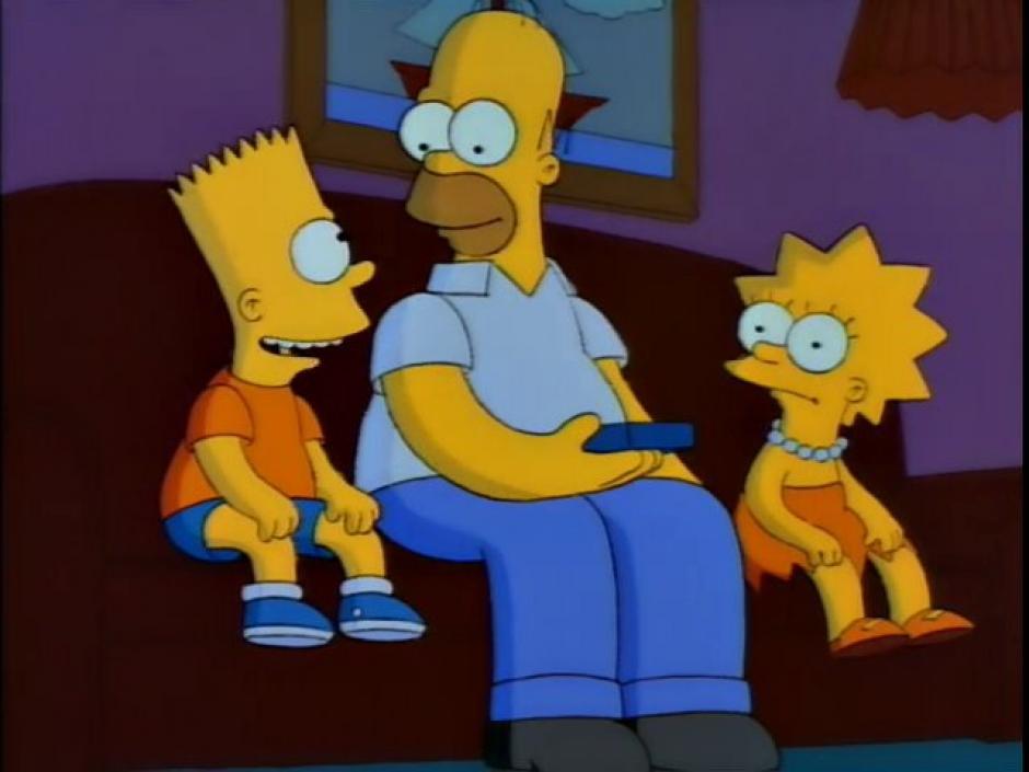 Homero junto a Bart y Lisa, sus hijos mayores. (Imagen: frinkiac.com)