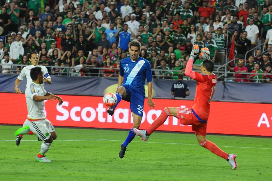 Minor Campollo estuvo a punto de anotar para Guatemala en la jugada más clara de la Azul y Blanco ante México. (Foto: Aldo Martínez/Nuestro Diario)
