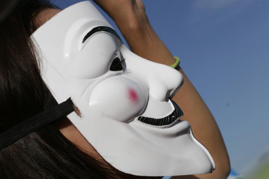 Estas máscaras se han puesto de moda entre los manifestantes más jóvenes. (Foto: José Dávila/Soy502)
