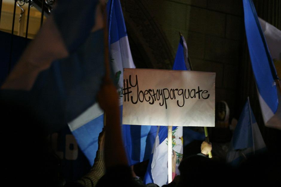 Quienes estuvieron desde las primeras concentraciones en la Plaza de la Constitución esperan un cambio positivo para el país.(Foto: José Dávila/Soy502)